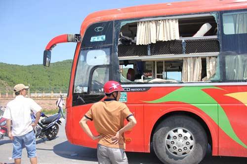 no lon tren xe giuong nam, 3 nguoi nguy kich - 1