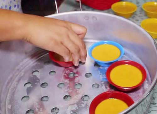 Nếm bánh gạo Kutsinta ngọt ngào của người Philippines - 3