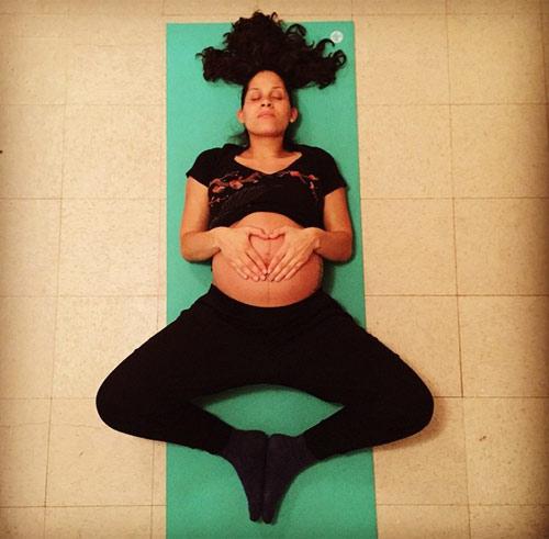"""choang"" voi nhung tu the yoga sieu kho cua me bau - 6"