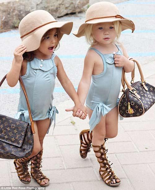 Gặp đôi bạn nhí 2 tuổi đang 'gây bão mạng' vì style cực chất-1