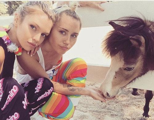"""Tìm tung tích chân dài """"khóa môi"""" gây sốc với Miley Cyrus - 3"""