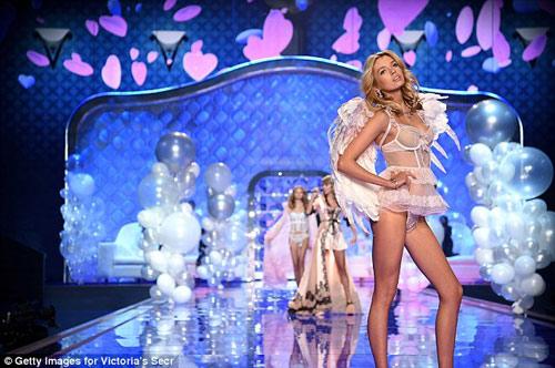 """Tìm tung tích chân dài """"khóa môi"""" gây sốc với Miley Cyrus - 5"""