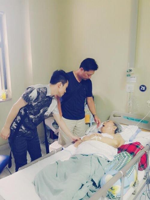 Tùng Dương xúc động đến thăm nhạc sỹ Hoàng Vân-1