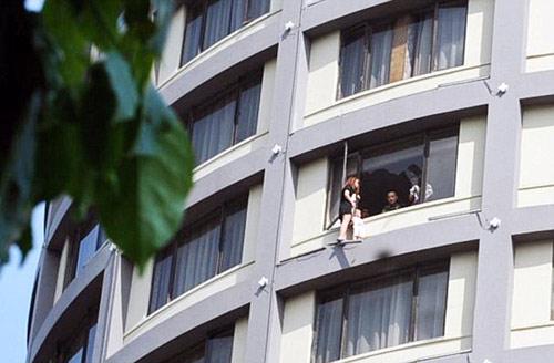 Vợ xách con lơ lửng trên tầng 13 ép chồng ly hôn-1