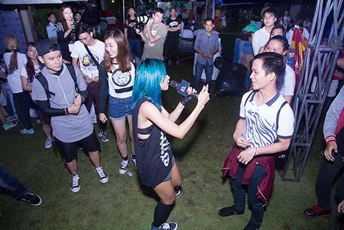 Suboi hát không biết mệt trong vòng vây của fan-5