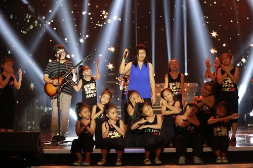 """dong dao """"con nit"""" hat trong show phuong thao - ngoc le - 10"""