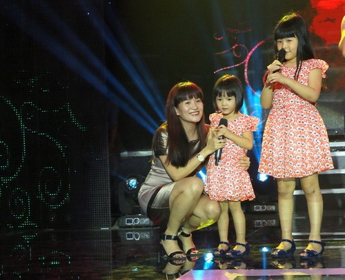 """dong dao """"con nit"""" hat trong show phuong thao - ngoc le - 11"""