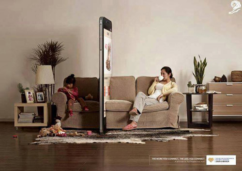 "hinh anh dang suy ngam ve cha me ""thoi dai smartphone"" - 2"