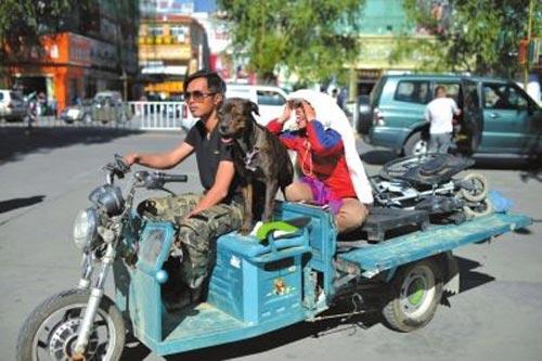 dua ban gai vuot hang ngan km bang xe ba gac de cau hon - 2