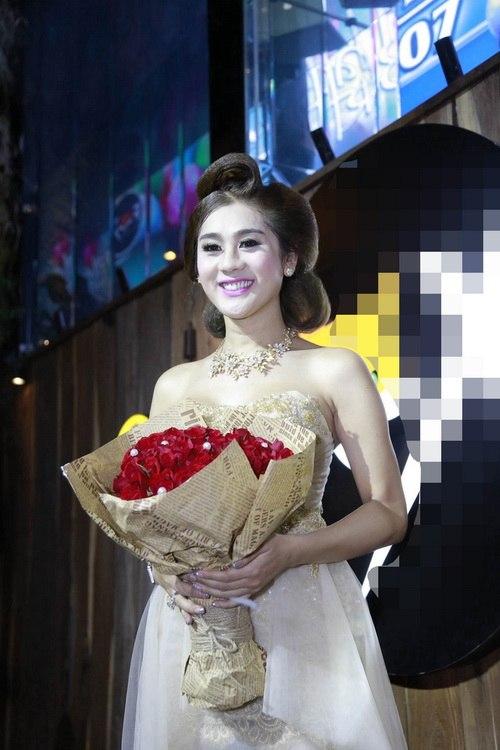 "lam chi khanh mong gap duoc ""hoang tu"" de cuoi - 5"