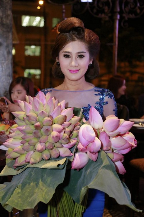 "lam chi khanh mong gap duoc ""hoang tu"" de cuoi - 3"