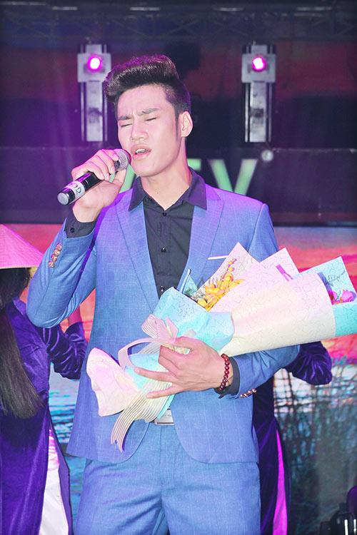 le thi phuong do ruc den chuc mung nguyen lam - 5