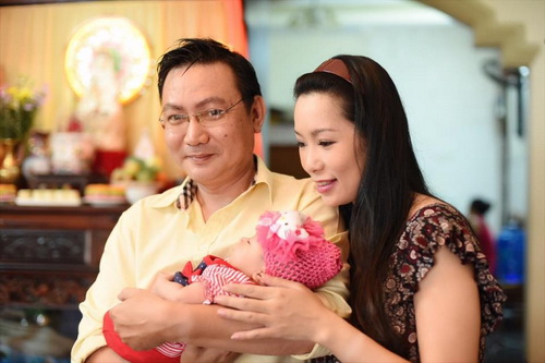 vo chong trinh kim chi khoe con gai 1 thang tuoi - 12
