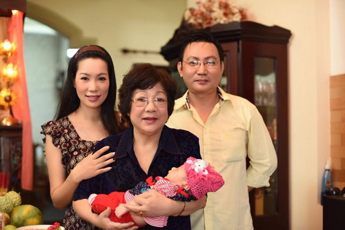 vo chong trinh kim chi khoe con gai 1 thang tuoi - 14