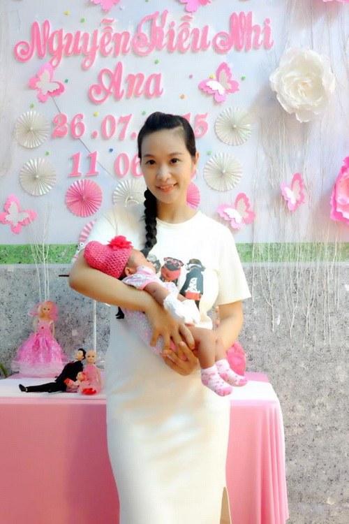 vo chong le kieu nhu khoe con gai 1 thang tuoi - 1