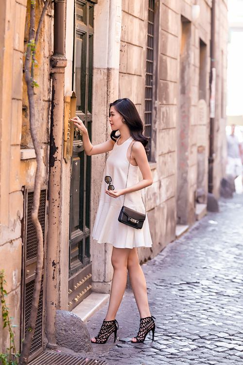 hh thuy dung khoe ve dep a dong tren duong pho italy - 13