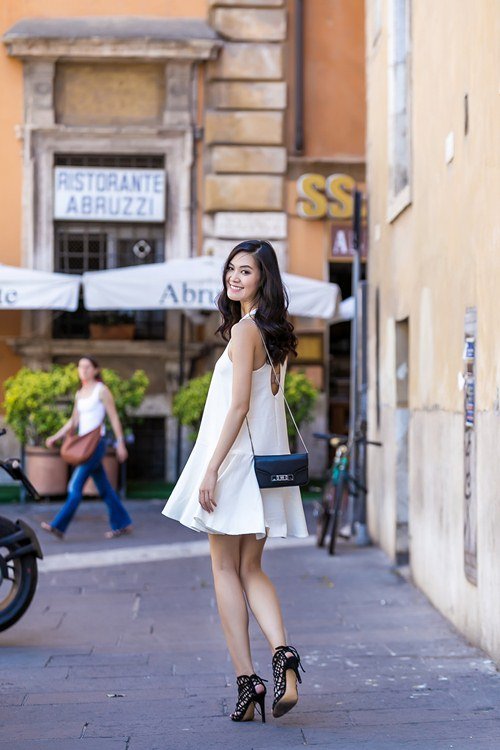 hh thuy dung khoe ve dep a dong tren duong pho italy - 14
