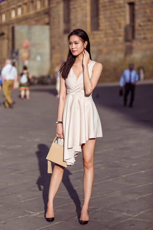 hh thuy dung khoe ve dep a dong tren duong pho italy - 3