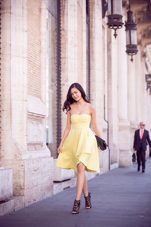 hh thuy dung khoe ve dep a dong tren duong pho italy - 9