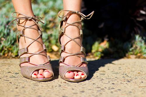he lo doi sandal dang lam cac co gai viet say dam - 8