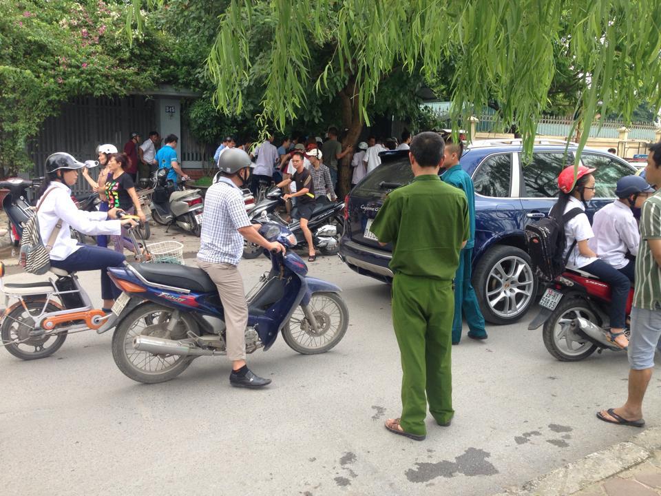 khong biet lai xe, muon taxi di thu roi …lao xuong song to lich - 6
