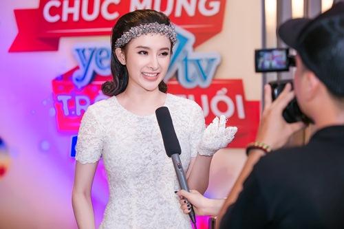 angela phuong trinh gian di van gay chu y tai su kien - 7