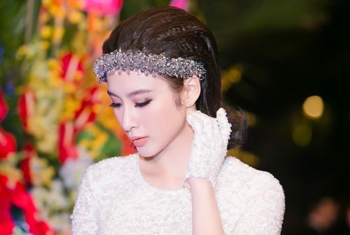 angela phuong trinh gian di van gay chu y tai su kien - 9