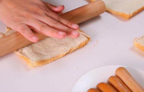 bua sang nhanh gon voi sandwich cuon xuc xich - 1