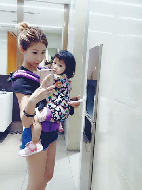 4 ba me dep nhu hotgirl noi tieng cong dong mang singapore - 14