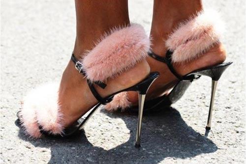 """Tín đồ thích thú với mốt giày """"chổi lau nhà""""-6"""