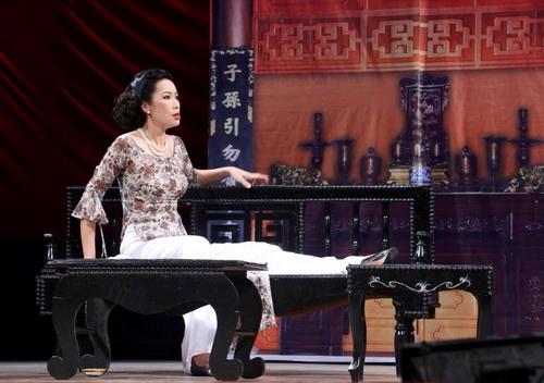 """trinh kim chi """"xuat chieu"""" sau mot thang ruoi sinh con - 14"""