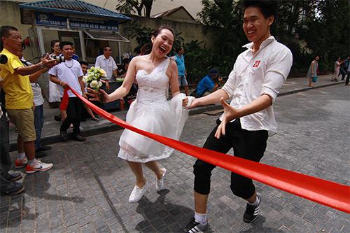 Cận cảnh màn chạy tập thể của 100 cô dâu chú rể-13