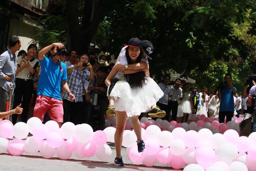 Cận cảnh màn chạy tập thể của 100 cô dâu chú rể-10
