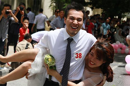 Cận cảnh màn chạy tập thể của 100 cô dâu chú rể-9