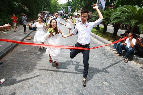 Cận cảnh màn chạy tập thể của 100 cô dâu chú rể-12