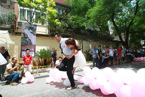 Cận cảnh màn chạy tập thể của 100 cô dâu chú rể-8