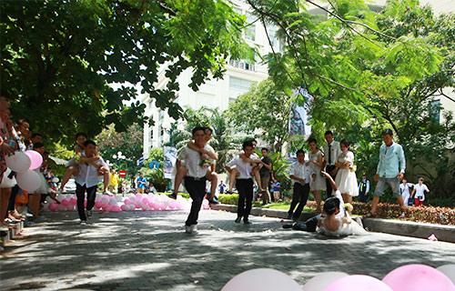 Cận cảnh màn chạy tập thể của 100 cô dâu chú rể-6