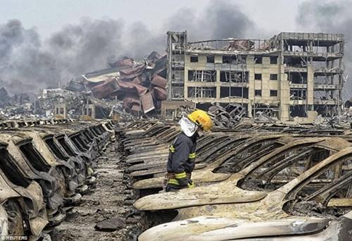 Thảm họa Thiên Tân: Hố đen khổng lồ xuất hiện-4