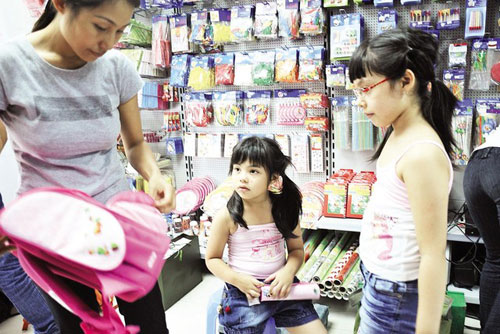 Trẻ dễ ngộ độc vì sách, vở, đồ dùng có mùi thơm-3