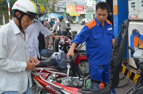 Giá xăng dầu khó giảm mạnh-1