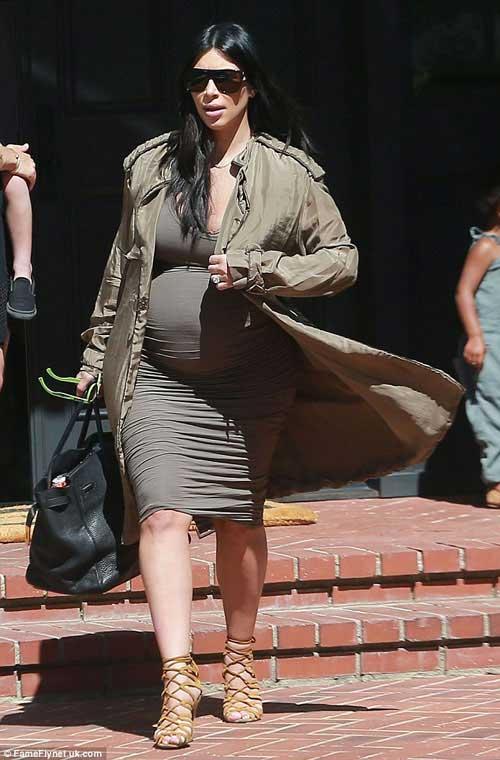 Kim Kardashian khoe thân hình đẫy đà với váy mỏng bó sát-1