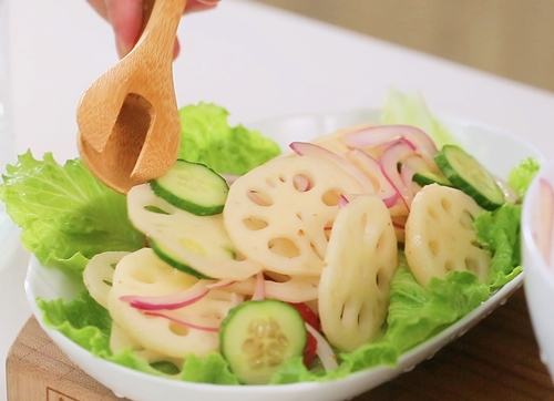 10 phút là xong salad củ sen thanh mát-5