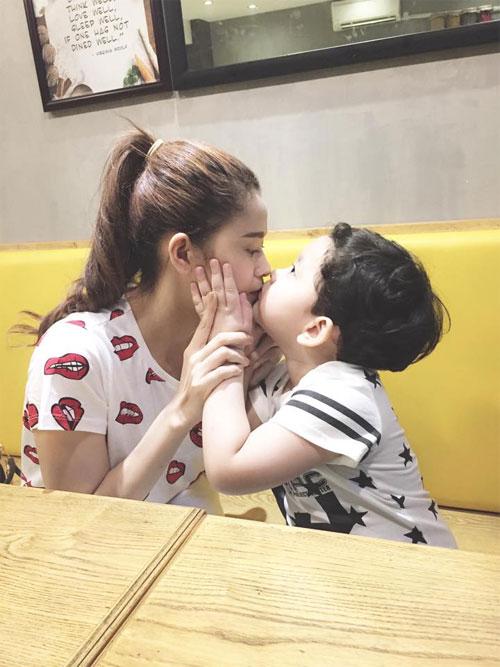 Vợ chồng Tăng Thanh Hà quấn quýt bên nhau-16