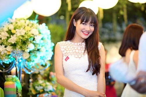 Ngỡ ngàng với vẻ trẻ trung hơn tuổi của Việt Hương ngoài đời-5