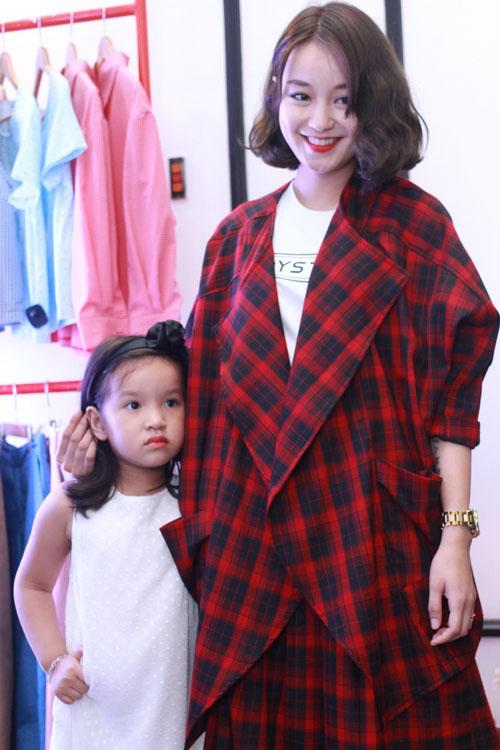 Mi Vân bất ngờ dẫn con gái đáng yêu đi dự sự kiện - 1