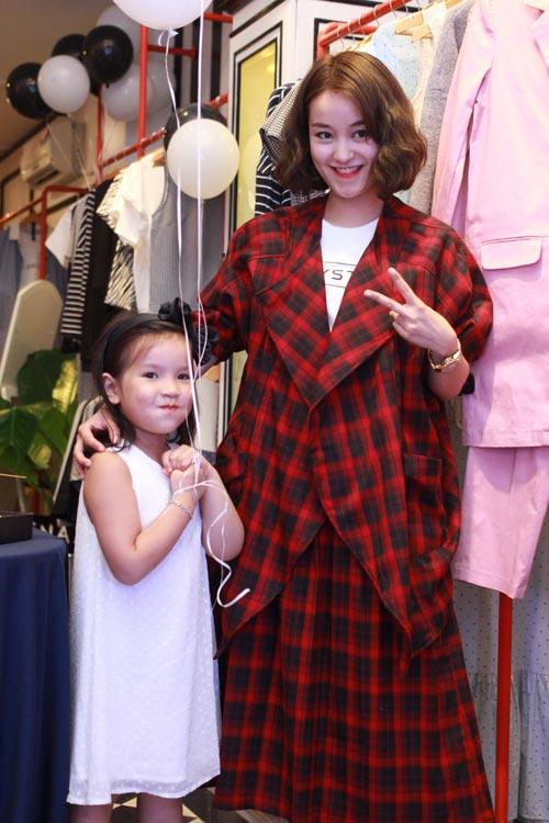 Mi Vân bất ngờ dẫn con gái đáng yêu đi dự sự kiện - 2