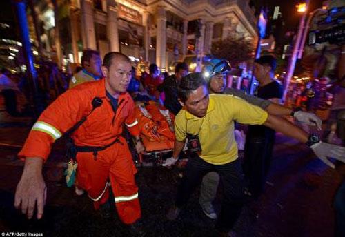 Trung tâm Bangkok tan tác sau vụ nổ bom đẫm máu-14