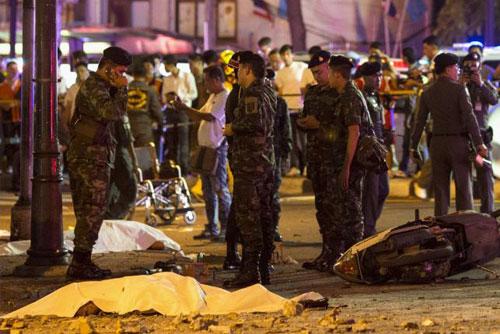 Trung tâm Bangkok tan tác sau vụ nổ bom đẫm máu-6