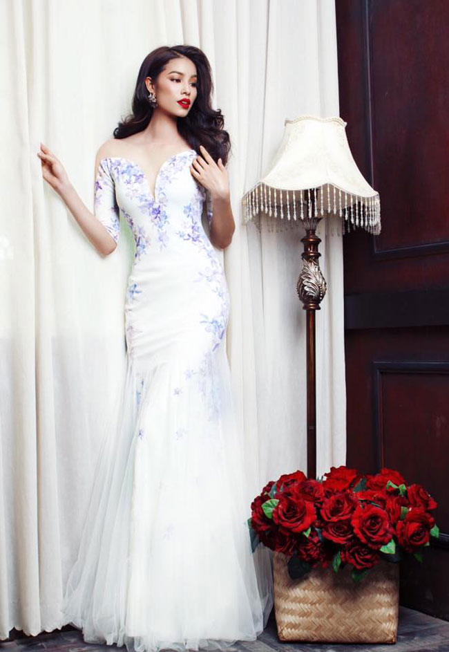 Phạm Hương tăng 5kg vẫn có vòng eo 60cm