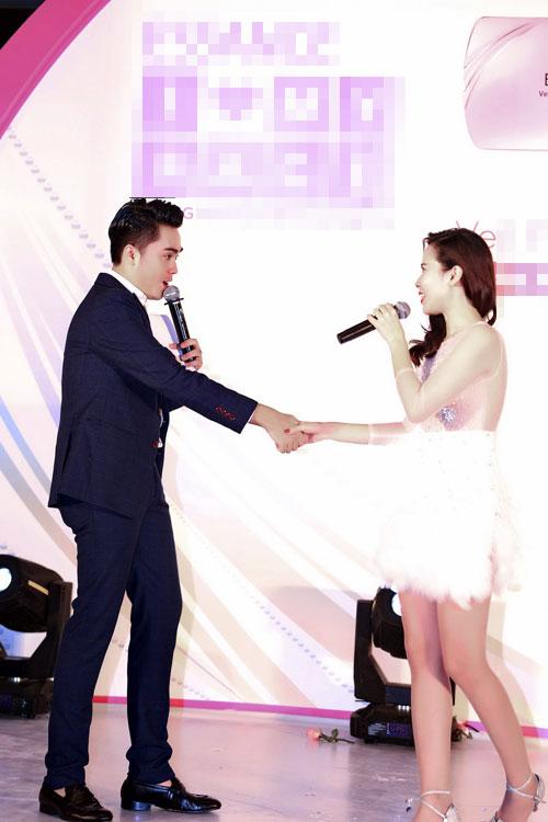 MC Thái Dũng thân thiết Lưu Hương Giang tại sự kiện-3